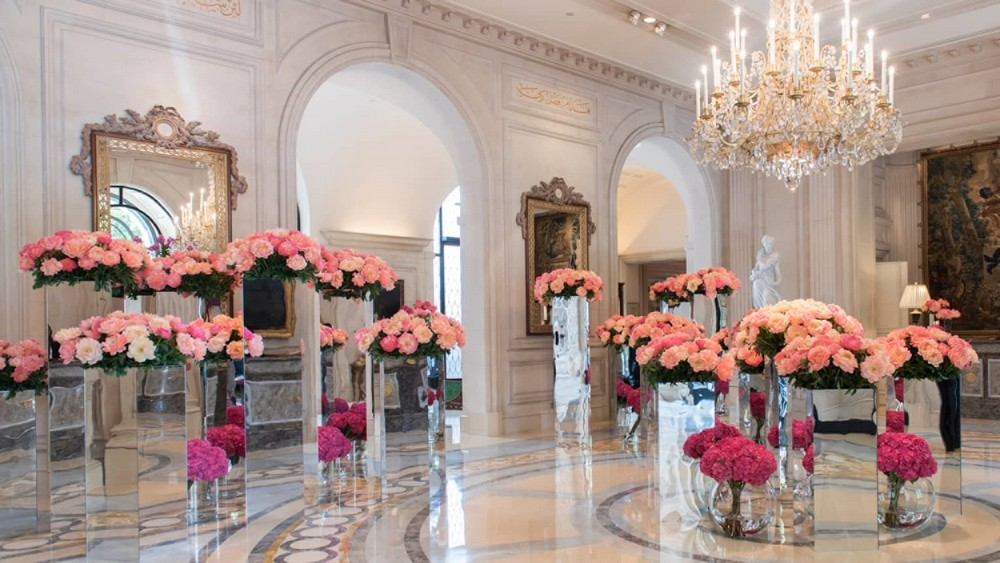 10 of the Most Sparkling Luxury Hotel Lobbies in the World 4