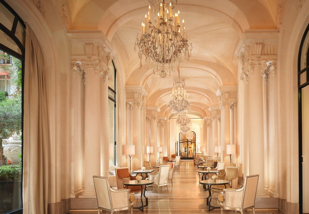 10 of the Most Sparkling Luxury Hotel Lobbies in the World 8