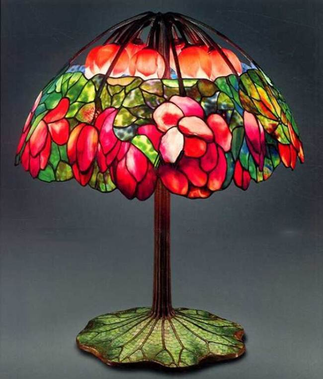 TIFFANY LAMP PINK LOTUS