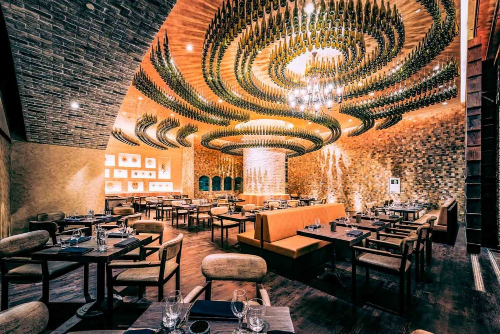 Luxury Restaurants Go for the Cuisine, Stay for the Dramatic Lighting 2